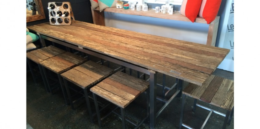 Barn style table + 10 stools