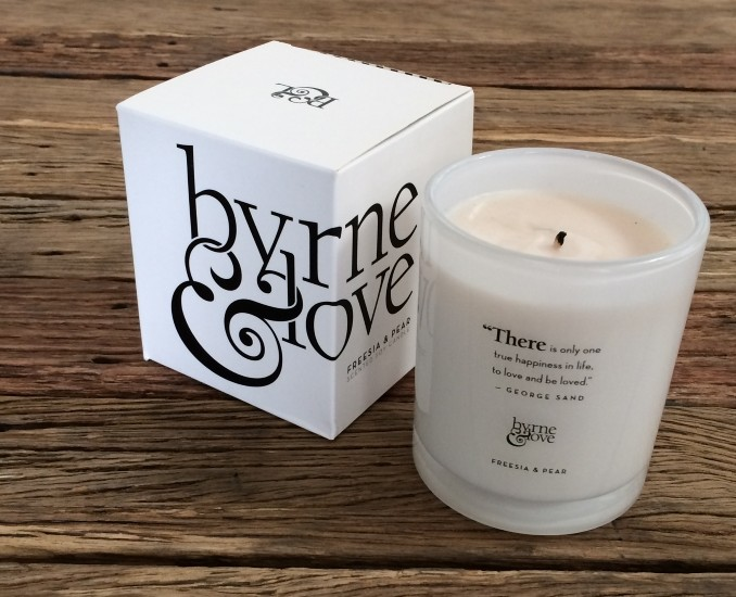 Freesia & Pear Scented Soy Candle – large